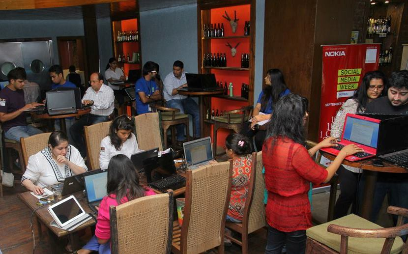 Participants at India's First Speed Blogging Contest hosted by Yellow Seed